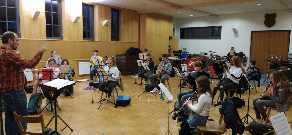 Jungmusiker der Stadtkapelle Munderkingen bei der Probe